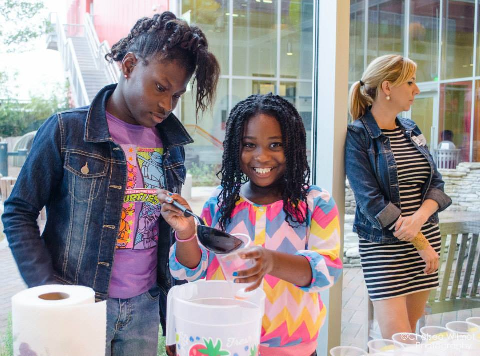 Kyra & Jalin, serving up K&J's Very Strawberry Lemonade.Photo credit: Chelsea Wilmot Photography